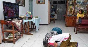 Orangtua Tontowi sujud syukur